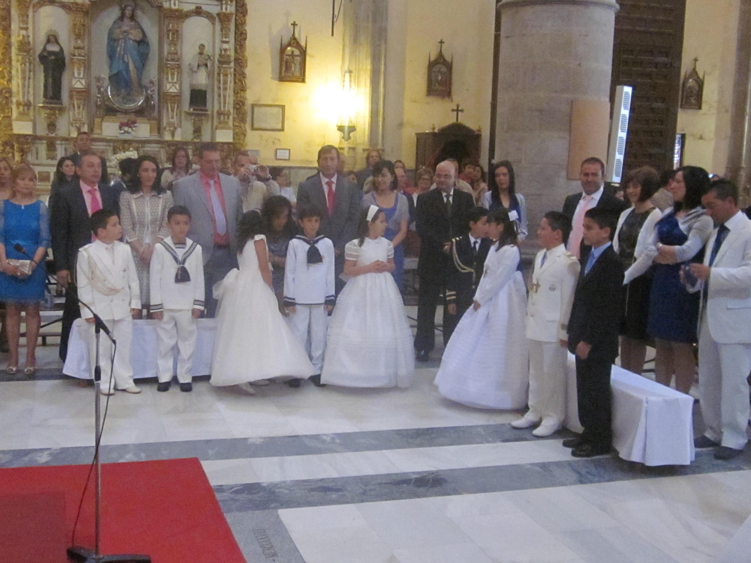 947c42da59f Hoy celebra la primera comunion el ultimo grupo de niños y niñas del 2012.