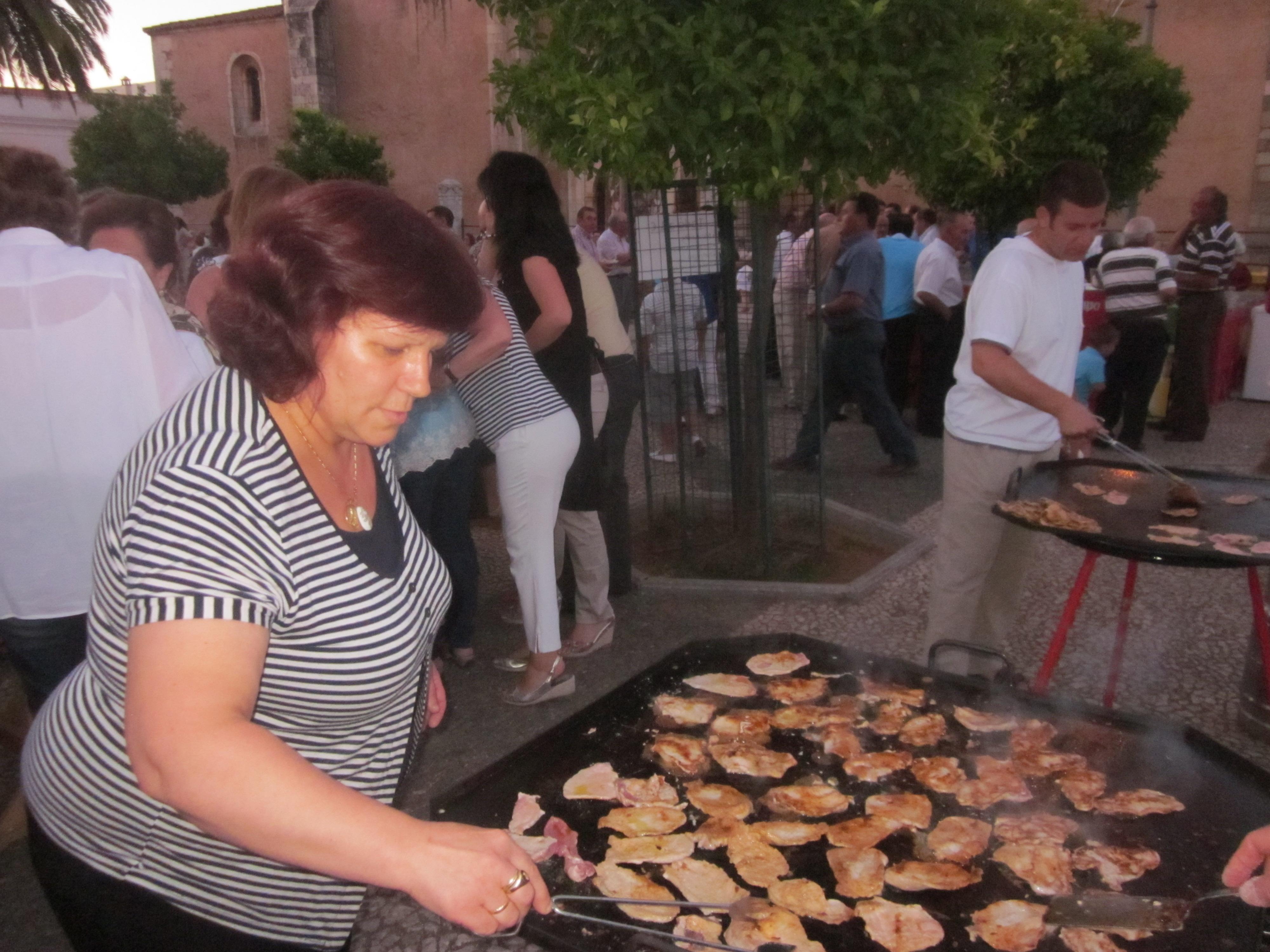 El 'montadito solidario' recaudó cerca de dos mil Euros para Cáritas Parroquial