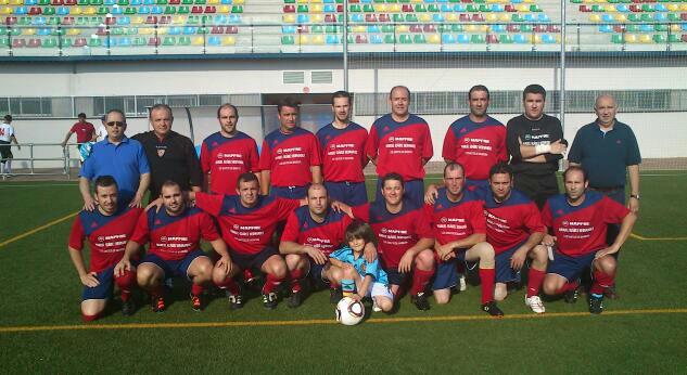 Los veteranos santeños ganadores del trofeo de futbol feria de San Juan en Badajoz