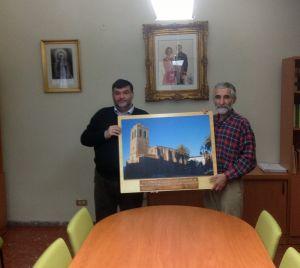 José Rodríguez Francos hace entrega de una curiosa fotografía al Ayuntamiento